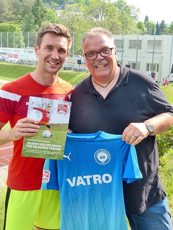 Dr. Henne unterstützt Fußballschule Young Football Talents